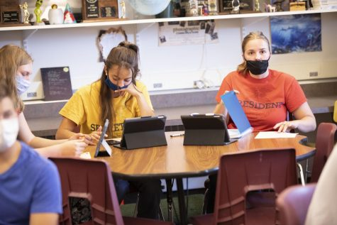 MASKED: Davis Burton, Emily Gertsch, Katie Vigil, and Marely Carey mask up in English class. A majority of teachers  surveyed would like all students to do the same.