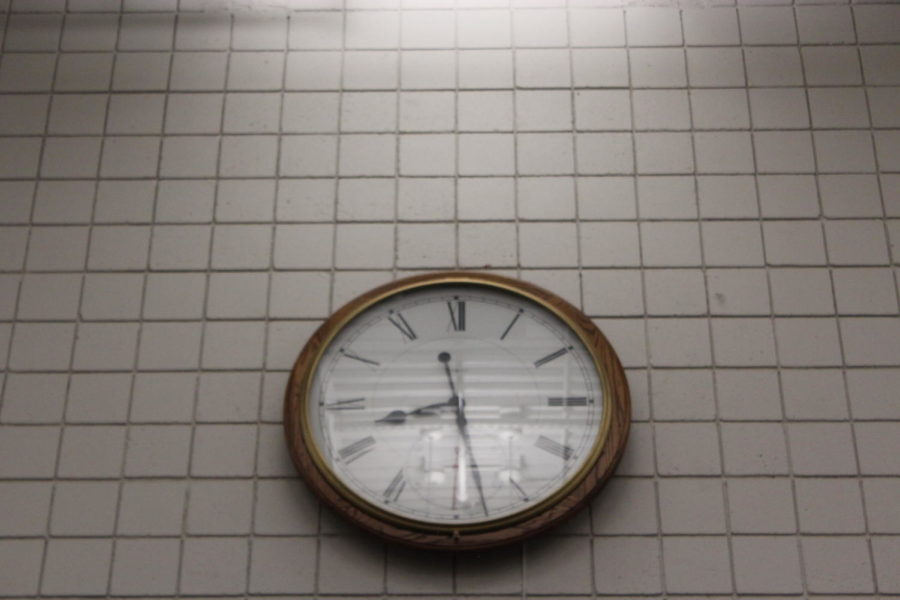 TIME+IS+TICKING%3A+The+clock+in+the+commons+of+the+high+school+reminds+students+and+teachers+that+they+must+balance+multiple+responsibilities+with+only+so+many+hours+in+the+day.+